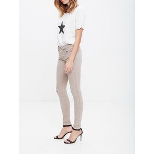MOTHER Looker Skinny Jeans in Sand